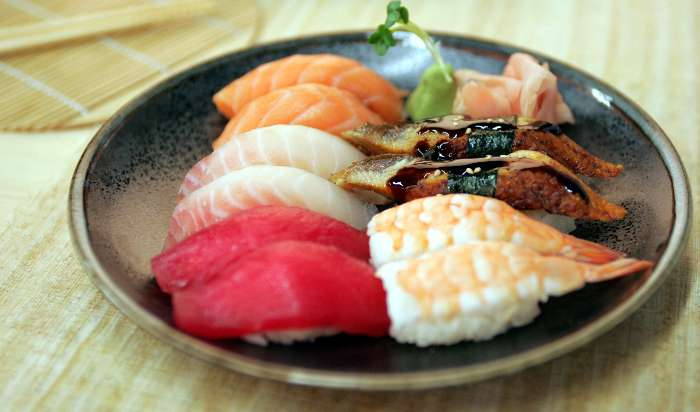 SUSHI & ROLLS article image