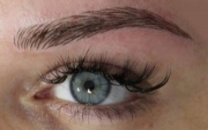 Microblading Eyebrows image