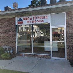 Mac and Pc House Logo