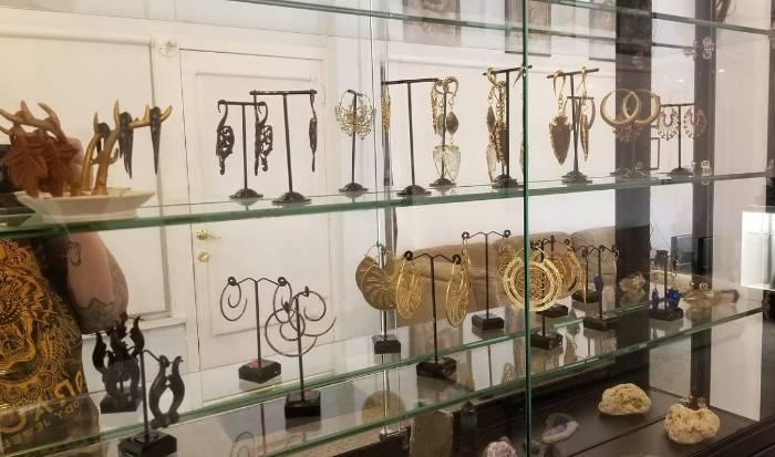 Jewelry shopping/Styling image