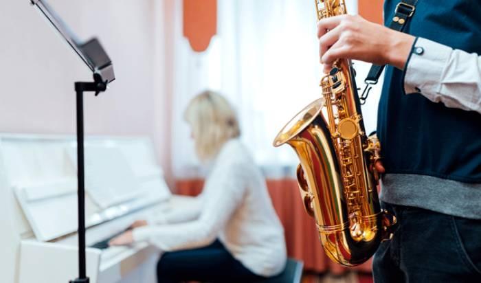Saxophone lessons image