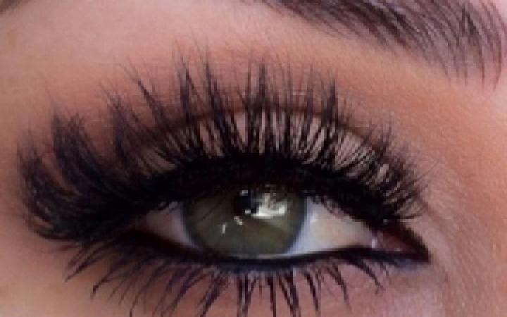 Eyelashes image